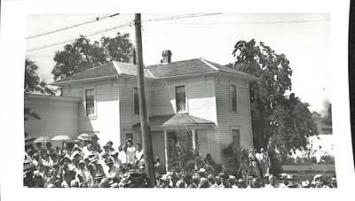 Crowd at the Hoover-Minthorn House Dedication